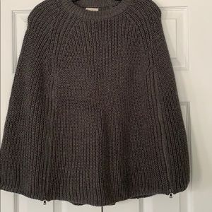 Shawl with zippers